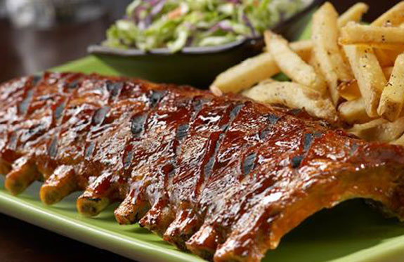 restaurants nearby the Orlando Airport seriving dishes like ribs and fries
