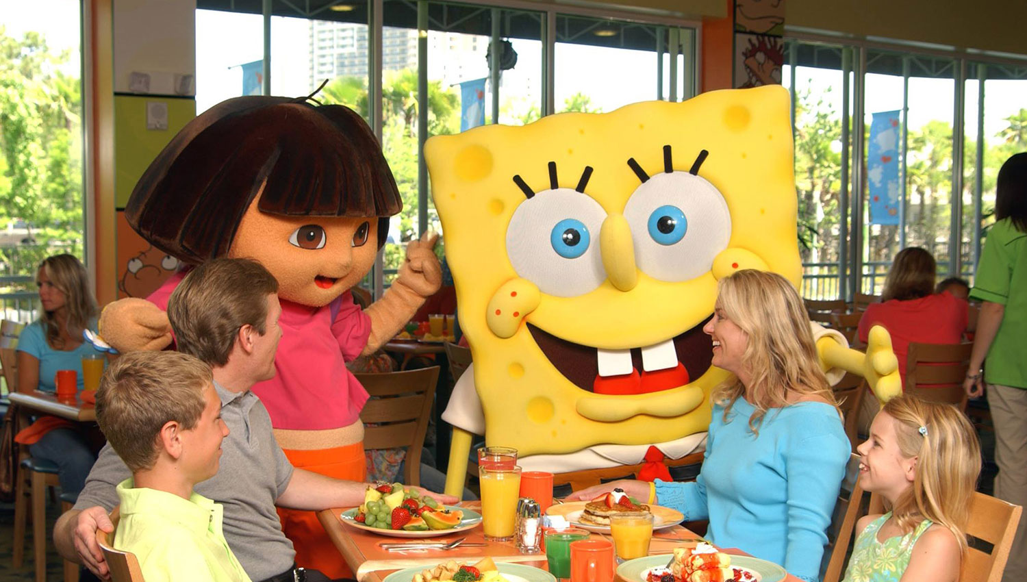 meet disney charaters while eating food with the family at a theme park